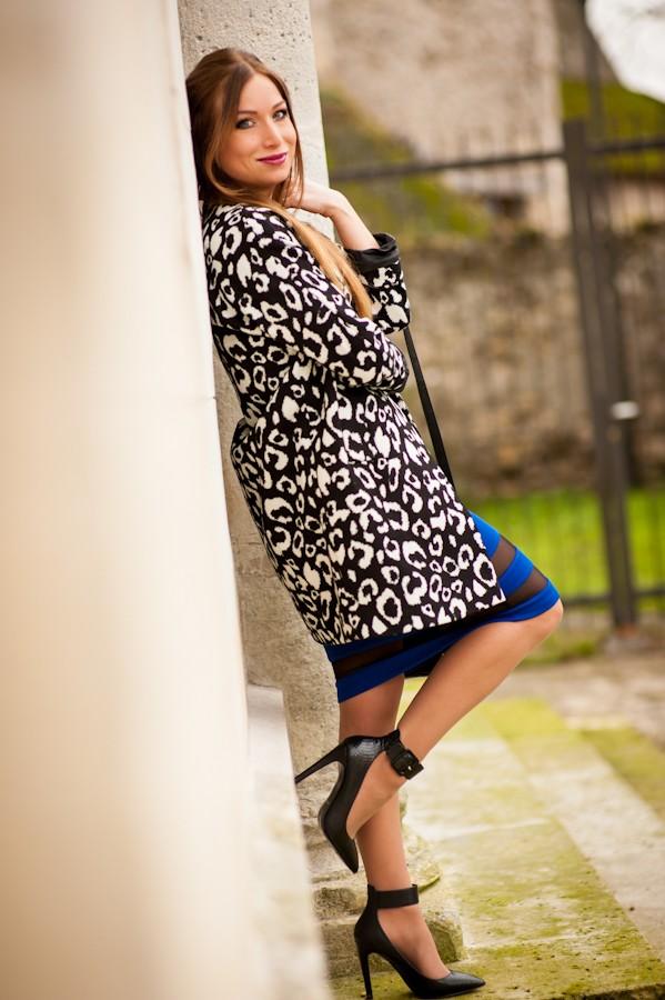 manteau leopard noir blanc forever21 escarpin aldo jupe bleu