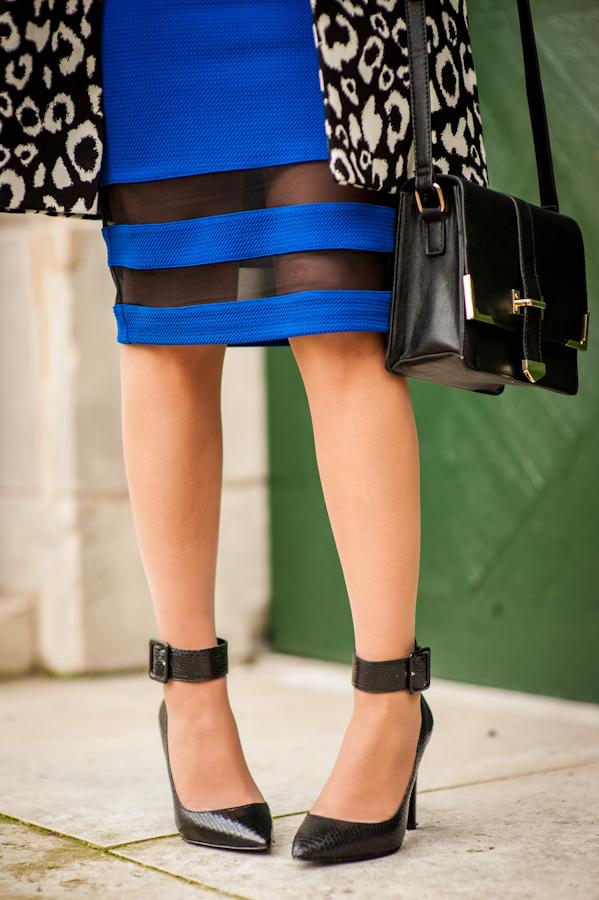 total look forever21 jupe crayon bleu klein manteau léopard sac cartable escarpin talon aiguille aldo shoes