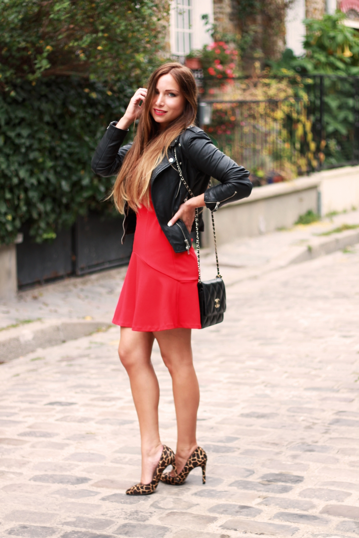 Robe rouge veste cuir