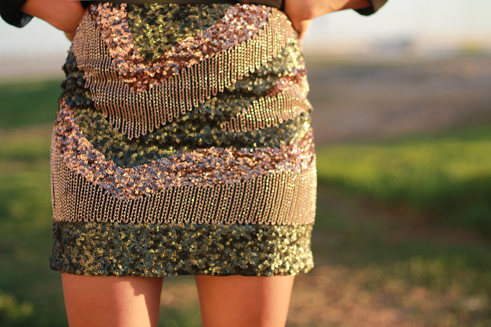 photos officielles 39ef1 99dec Sparkling Venice Beach with this sequin skirt and lace up ...