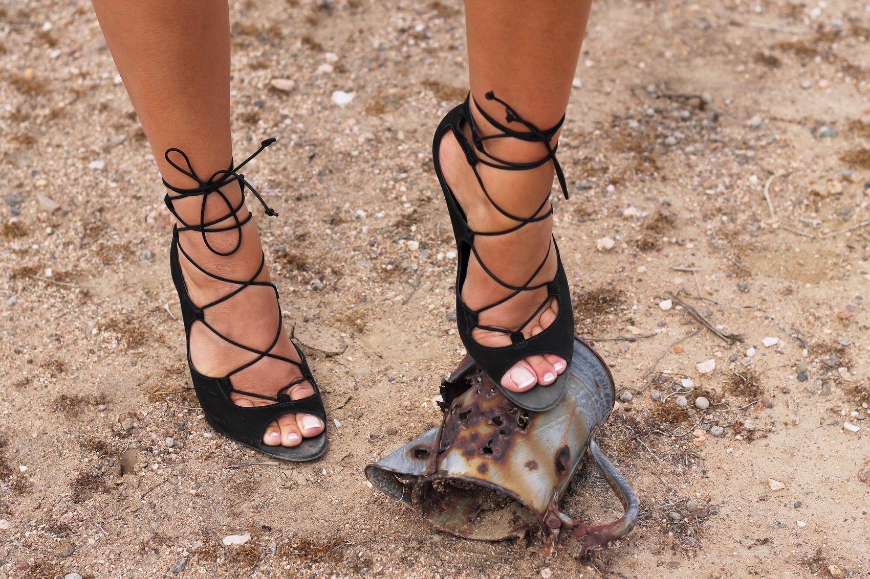 sandales style bottines à lacets et talons en daim noir aldo