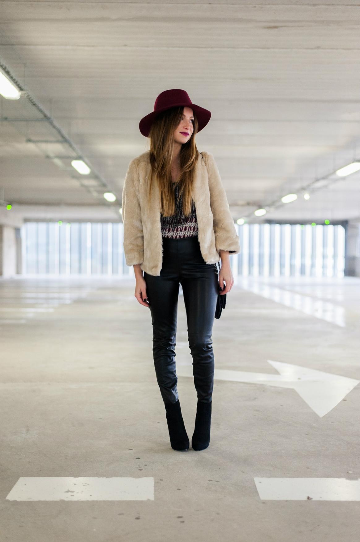 legging simili cuir zara syle biker manteau fausse fourrure beige fedora bordeaux