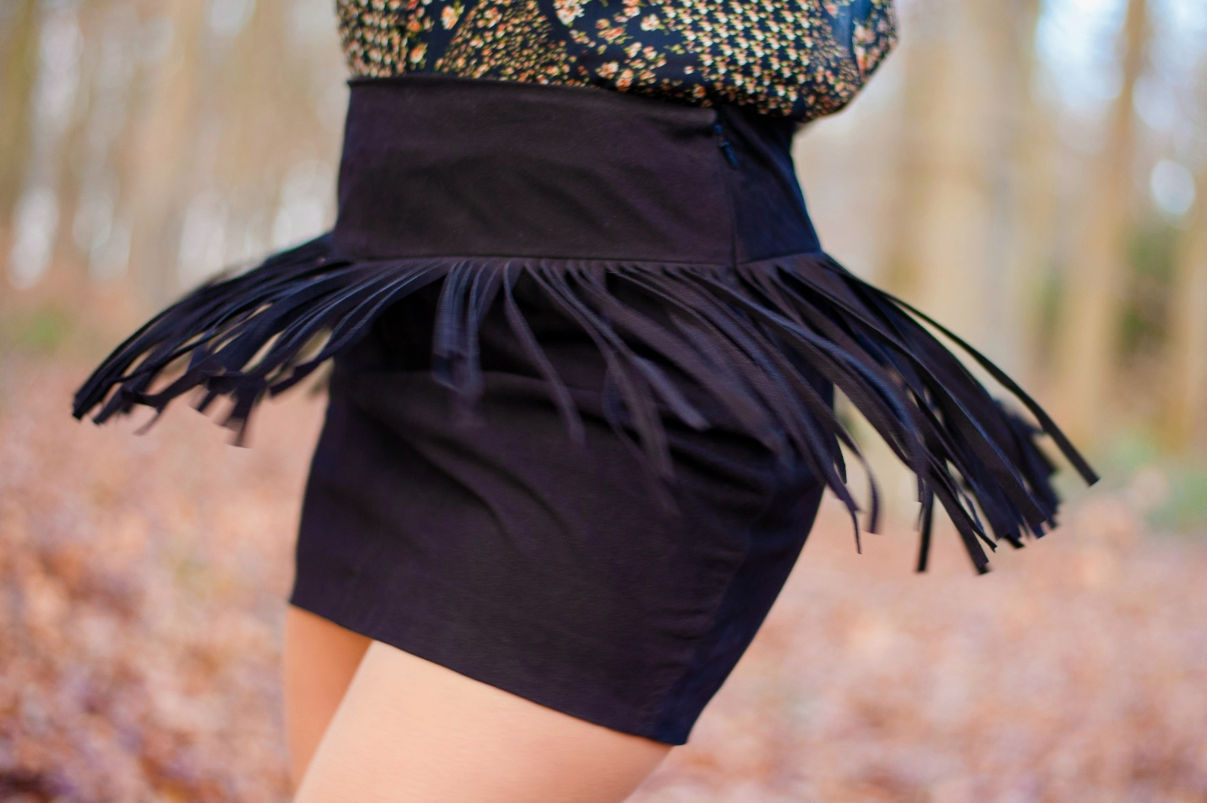 nubuck fringed skirt mini jupe noir en cuir daim à franges mango