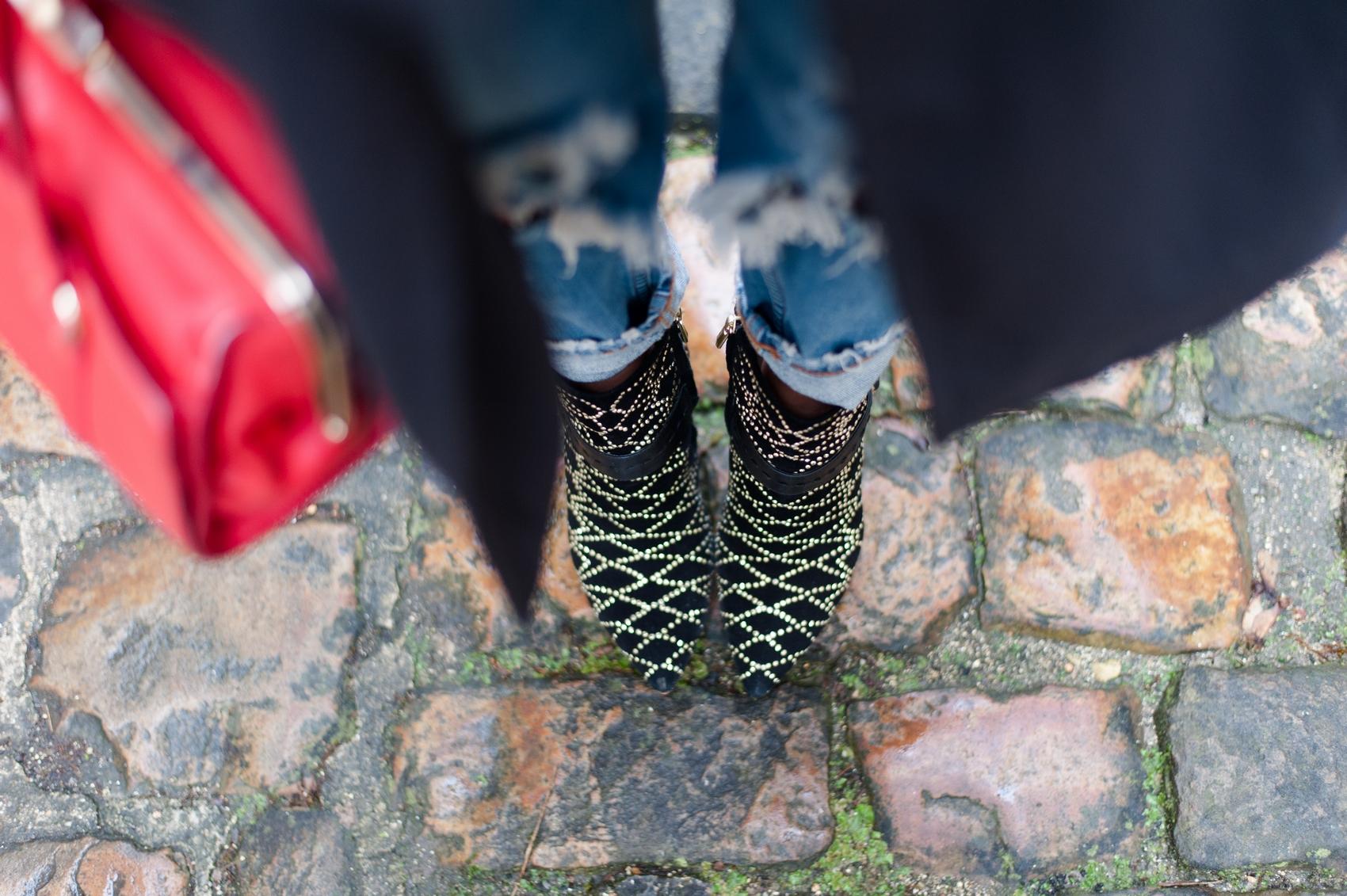 bottines cloutées sam edelman sac à main rouge zara jeans destroy
