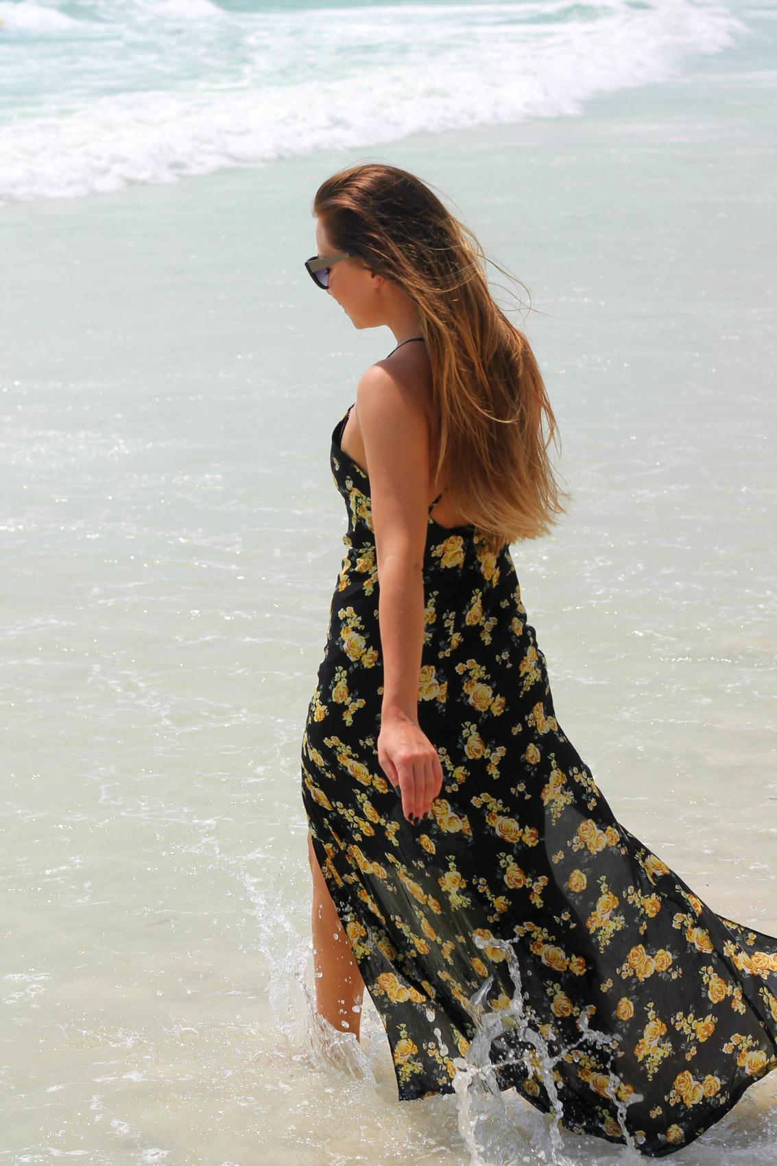 robe longue semi transparente à imprimé à fleurs tropicale forever21