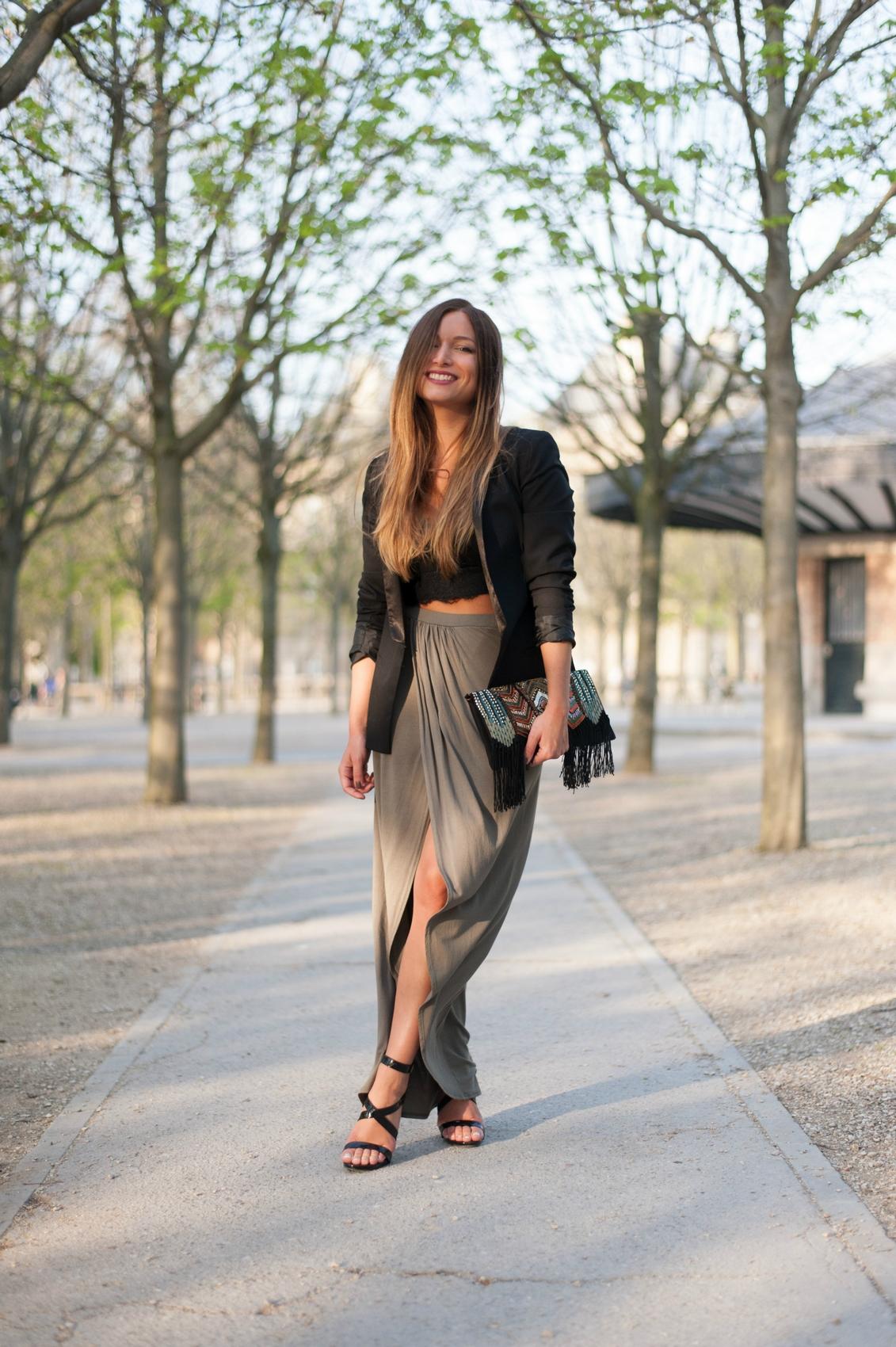 jupe longue kaki blazer noir crop top dentelle