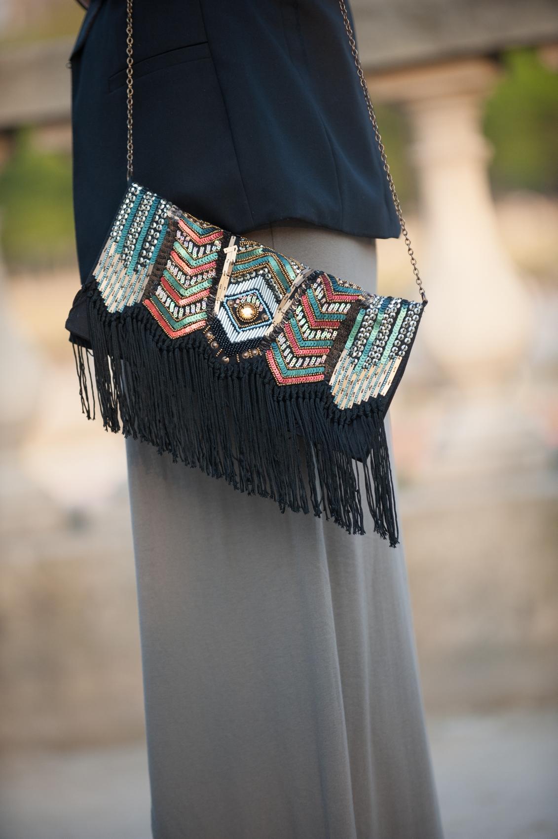 pochette ethnique à franges et perles parfois