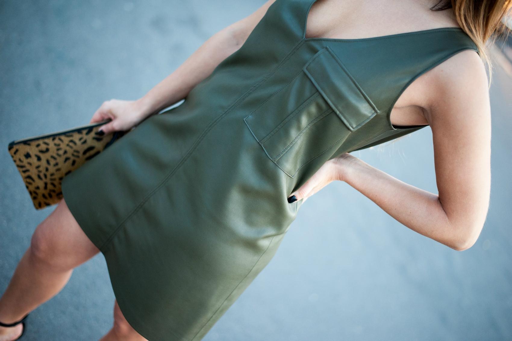 détail robe en cuir