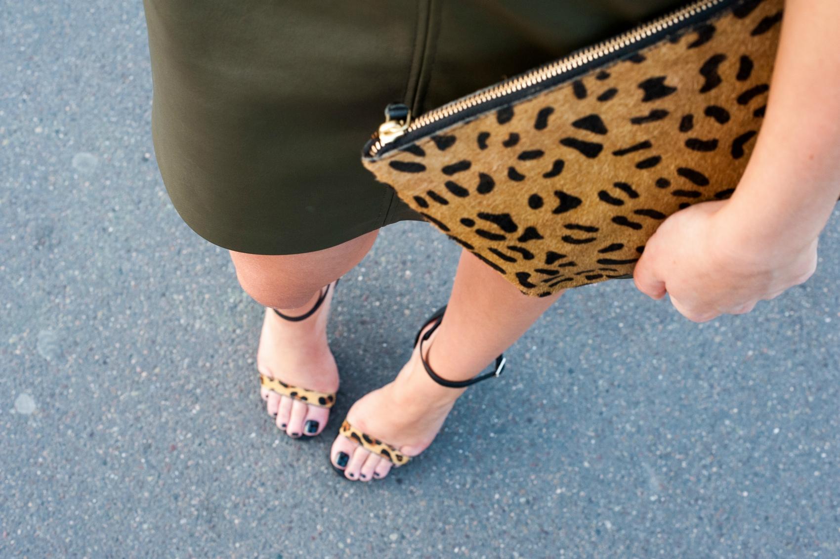 detail sandales à talons cuir noir et léopard zara