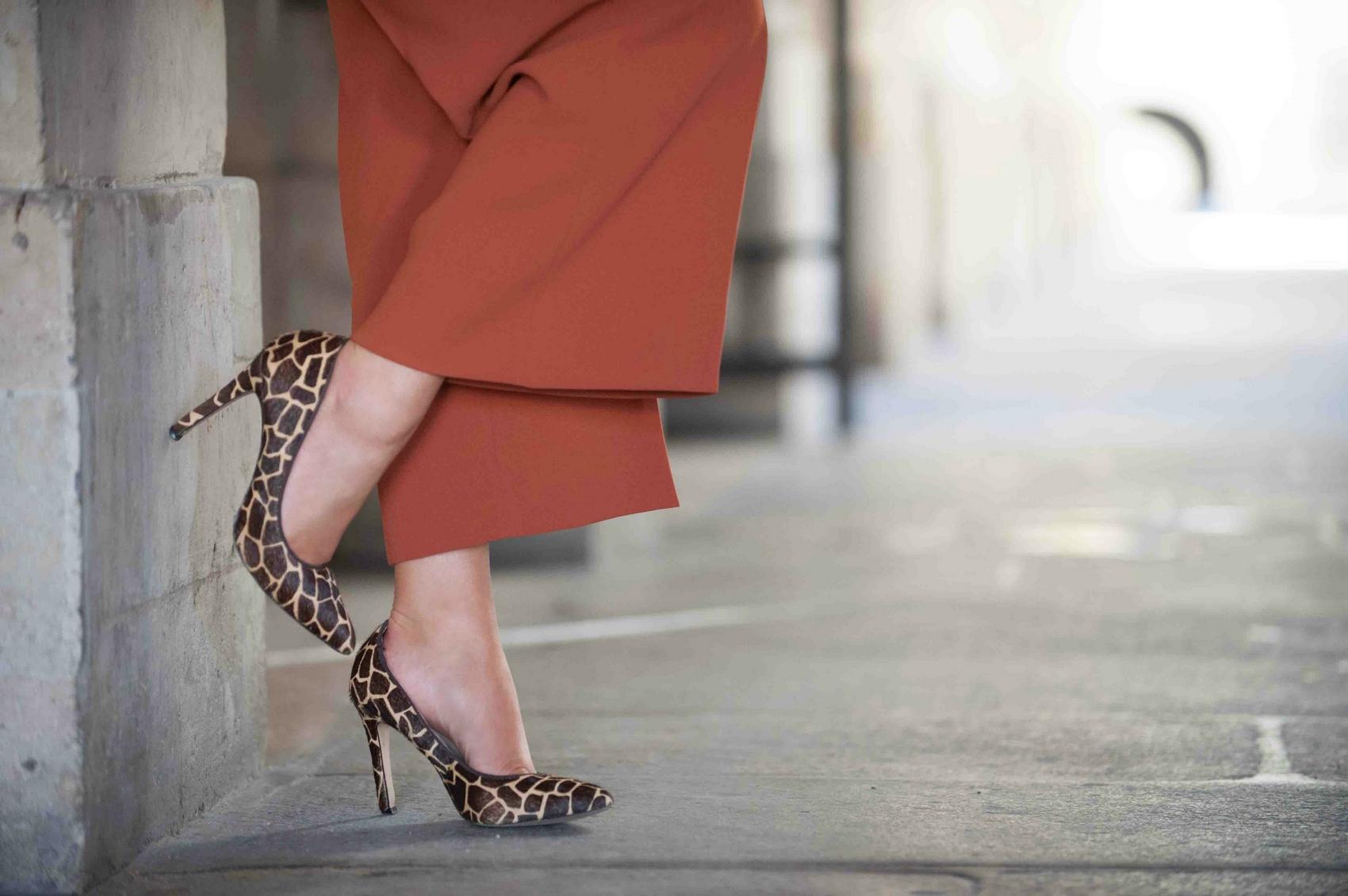 escarpins talon aiguille imprimé animal girafe bata animal print heels