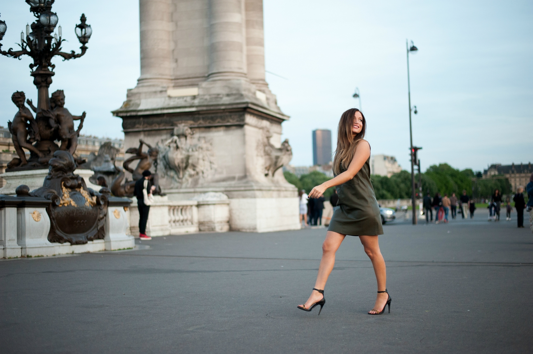 how to wear the leather dress fashion blog paris