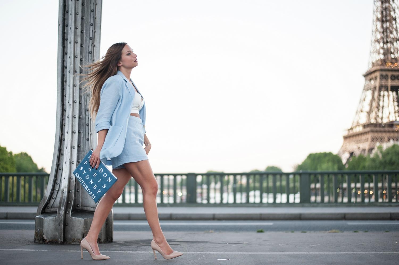 short en lin et veste oversize bleu pastel escarpins nude zara