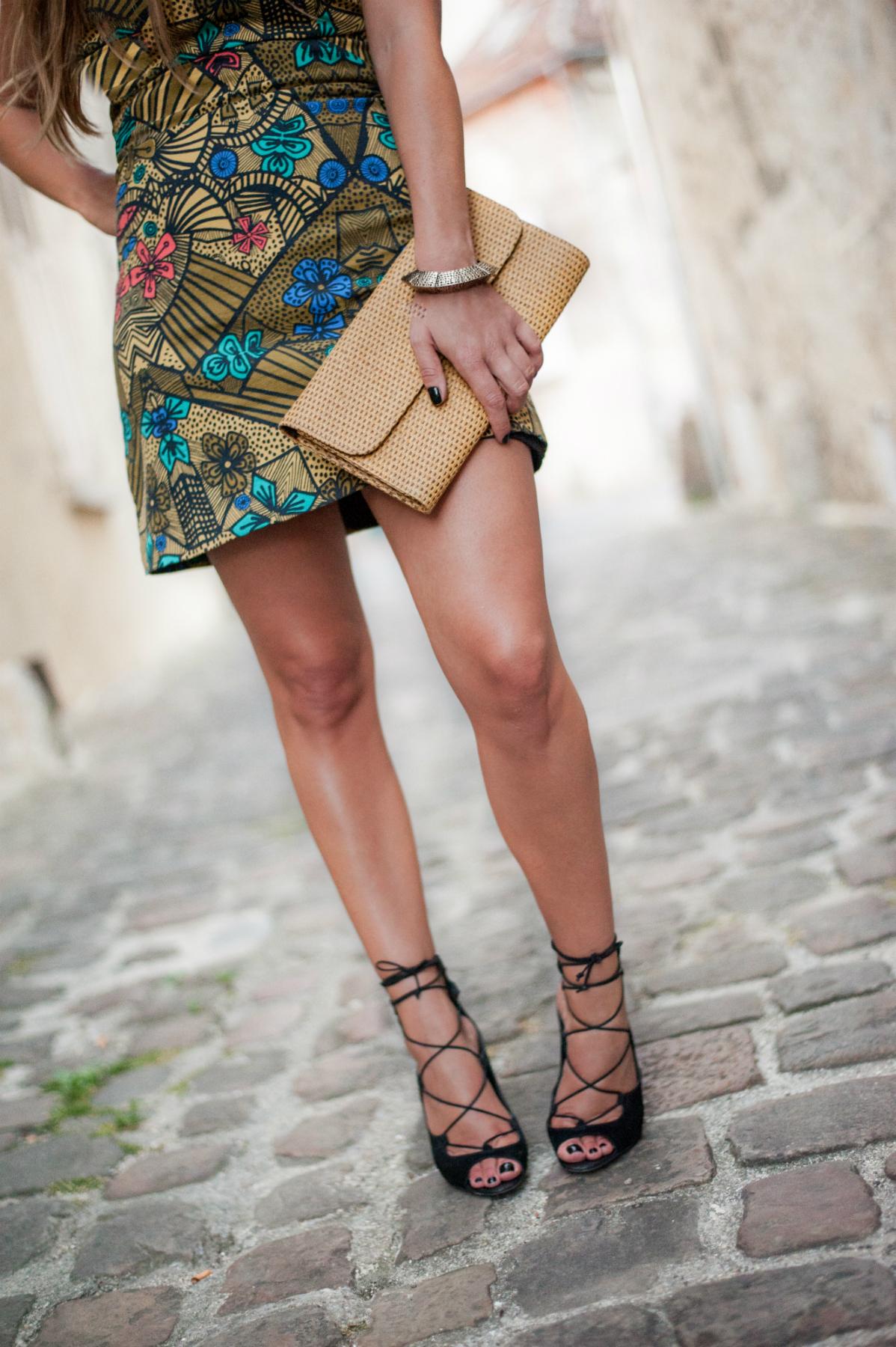 détails accessoires parfois et sandales lacées aldo