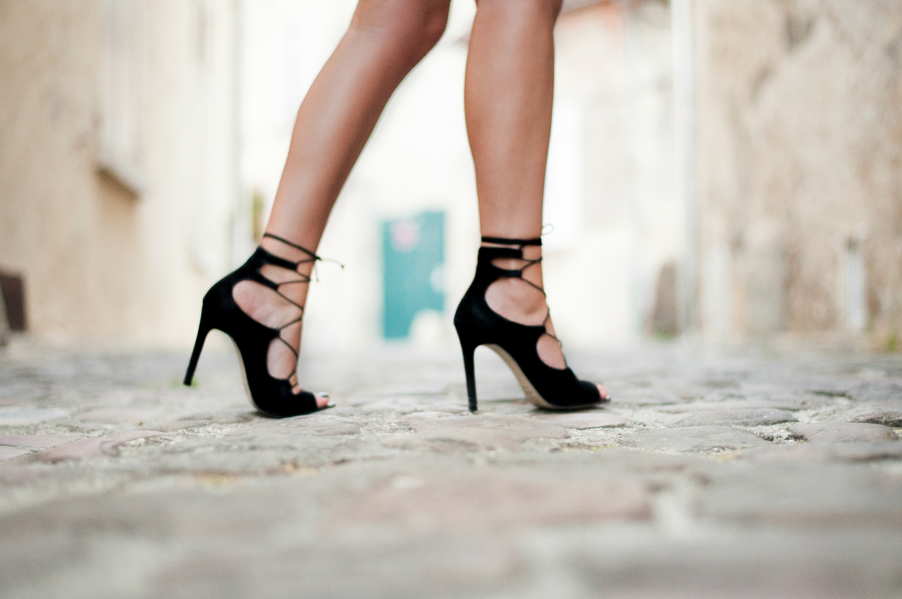 sandales a lacets en daim et talons aiguilles
