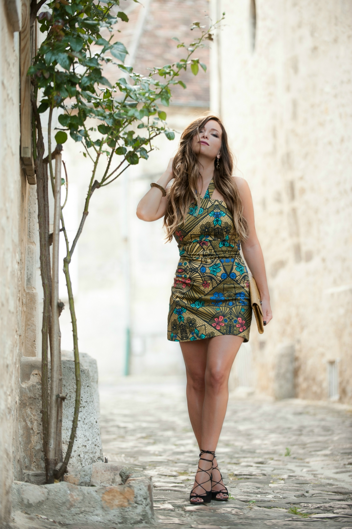 summer look with an african and colorfull print dress zara