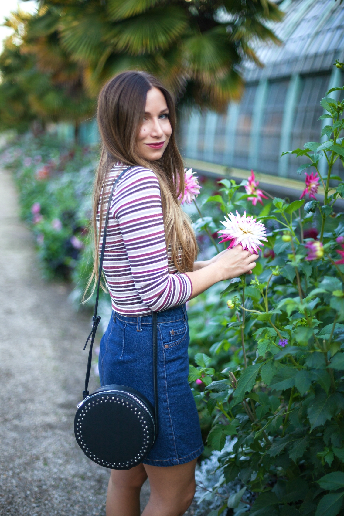 pull a rayure inspiration seventies et jupe en jean trapeze