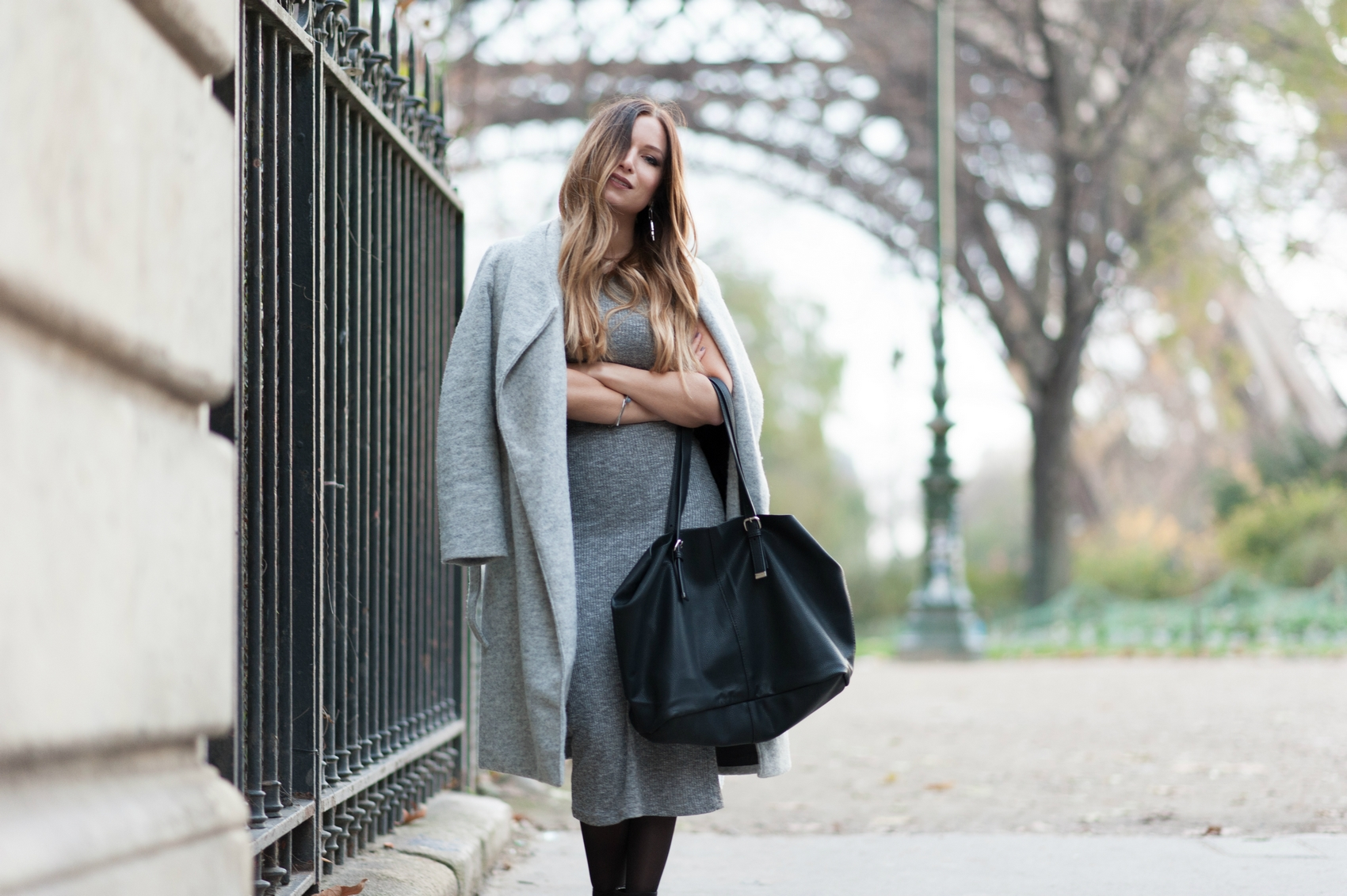 long manteau gris et robe en maille grise blog mode lifestyle