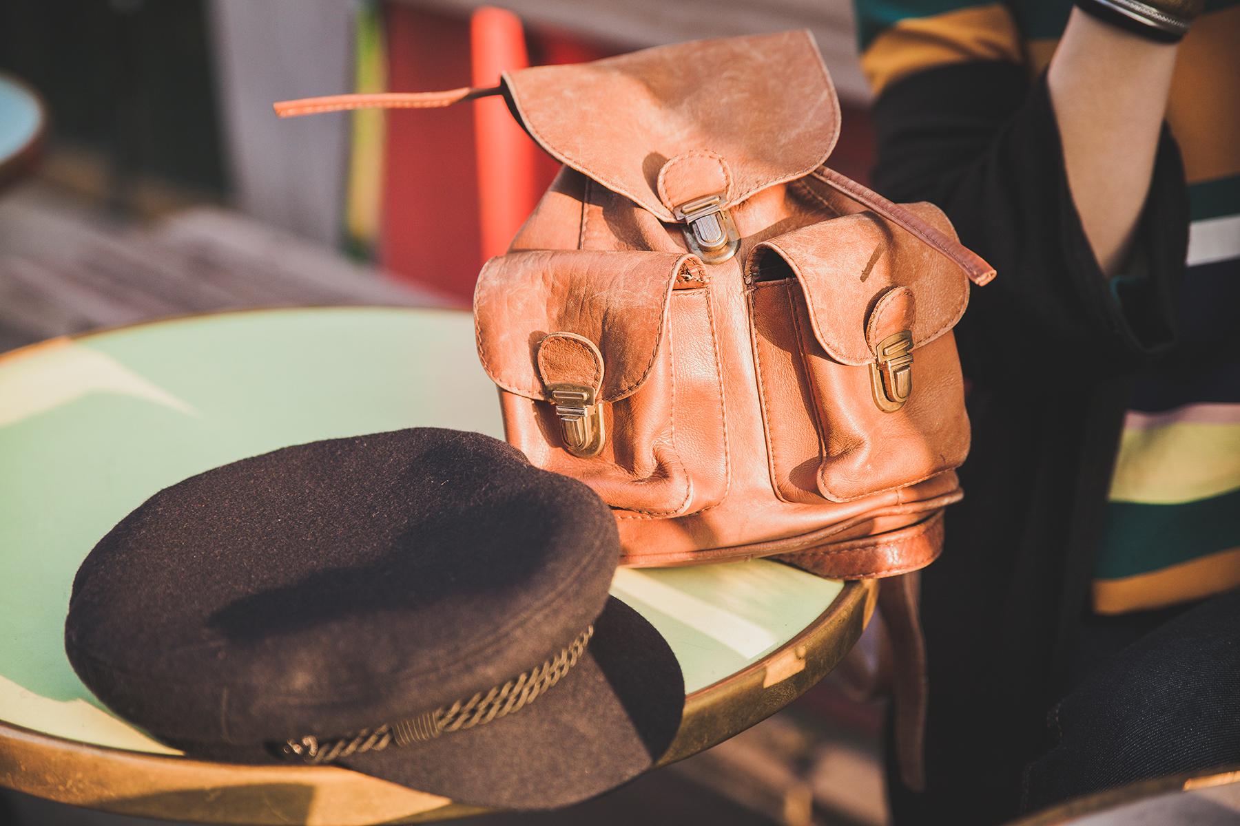 sac à dos camel vintage et gavroche noir