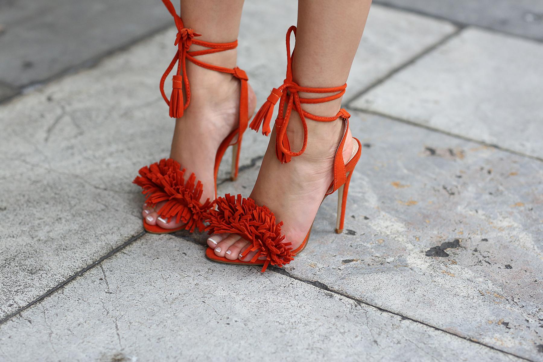sandales lacets et pompons orange public desire