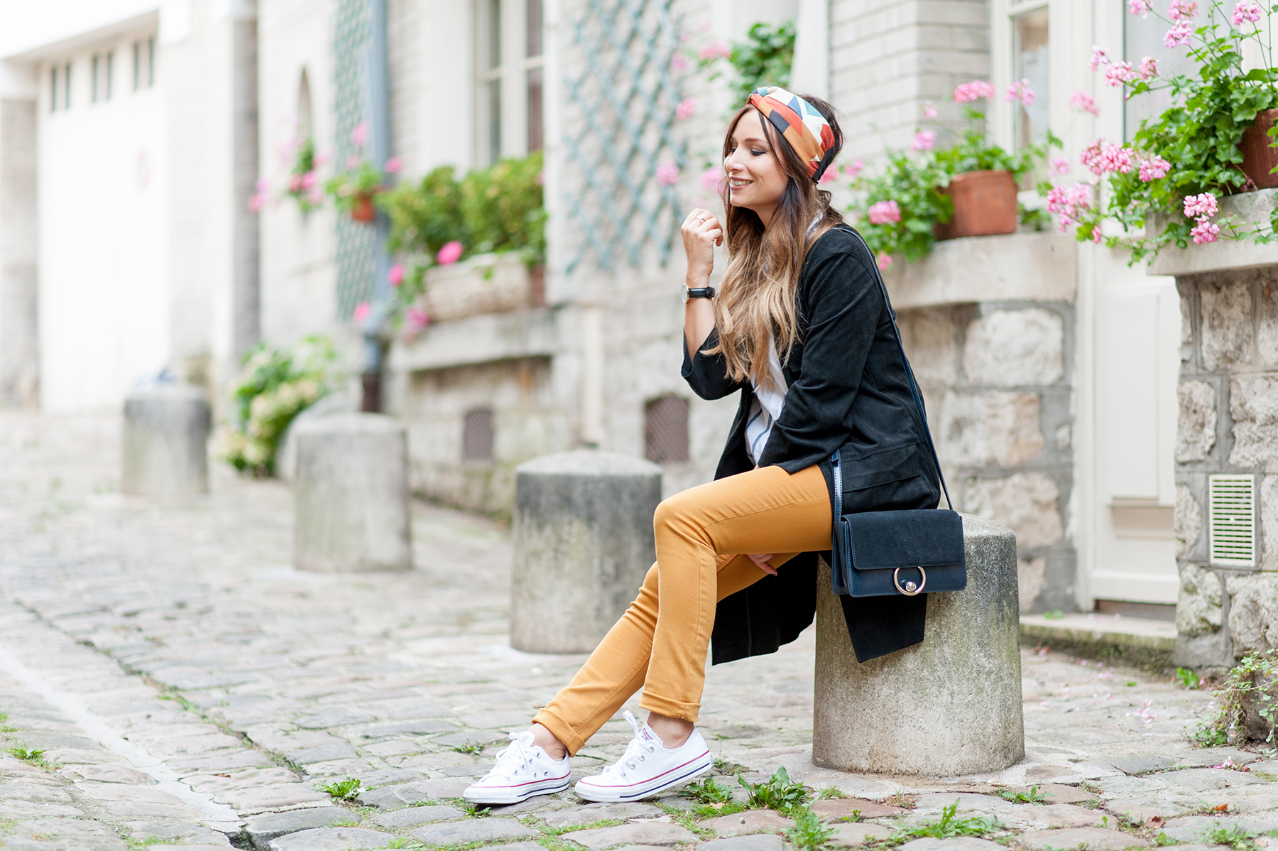 how to wear mustard yellow jean pant