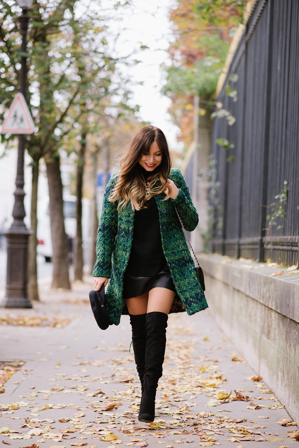 chic-outfit-leather-skirt-sweater-and-over-the-knees-boots