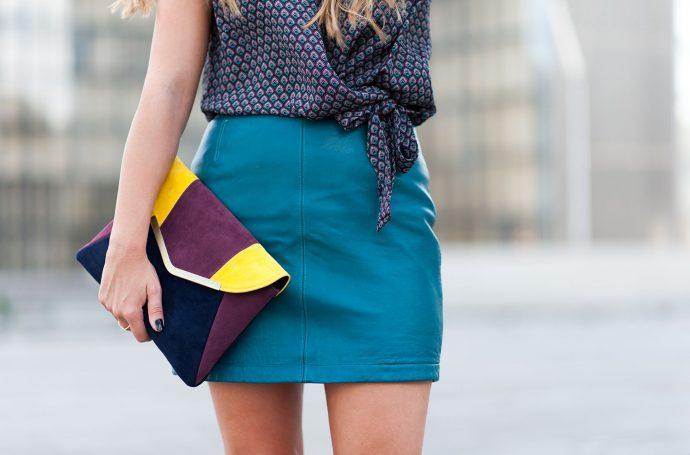 mini-jupe-en-cuir-bleu-vintage-slider