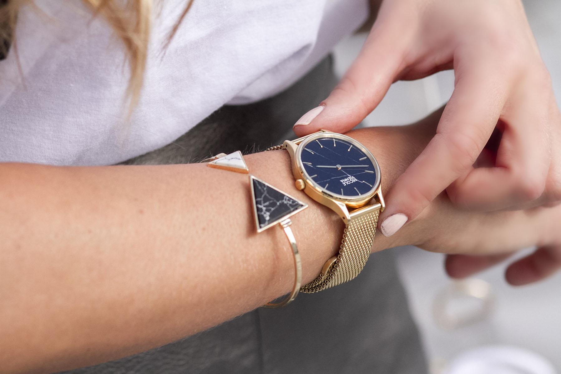 montre-nicole-vienna-bracelet-gold-mesh-cadran-marbre