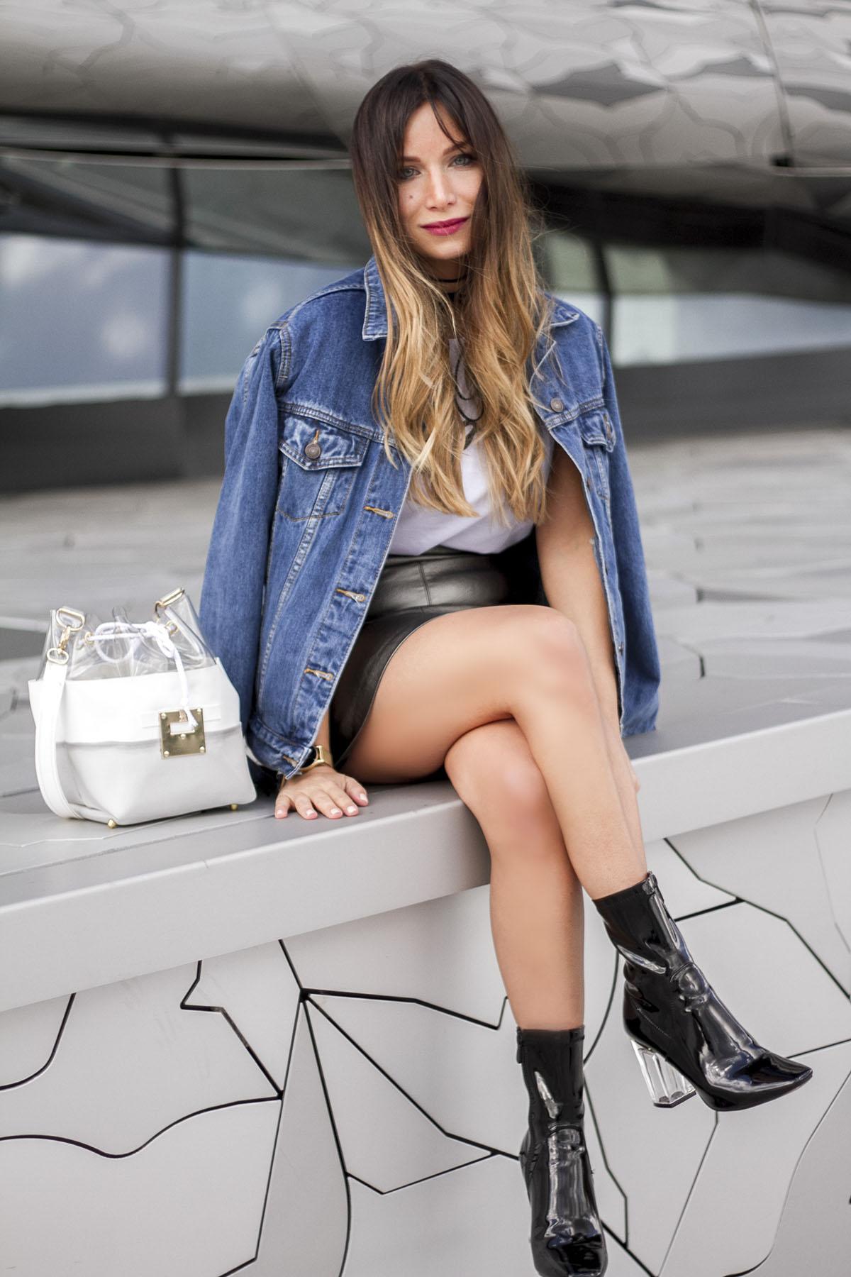 streetstyle-fashion-blog-mode-philharmonie-paris-jupe-cuir-metallisee-veste-jean-bottines-vernies