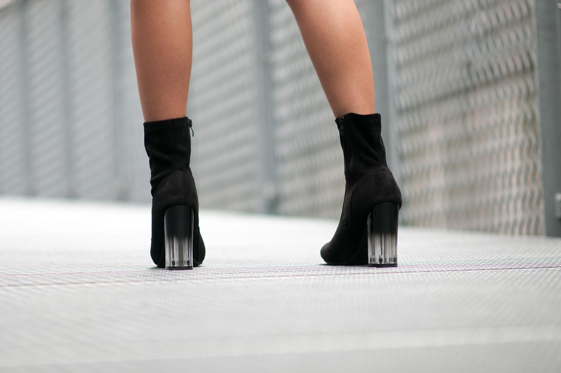 bottines-noires-a-talon-transparent-degrade-en-plexiglas-buzzao