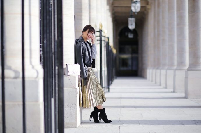 how-to-wear-the-pleated-skirt-gold-pleated-skirt-dezzal