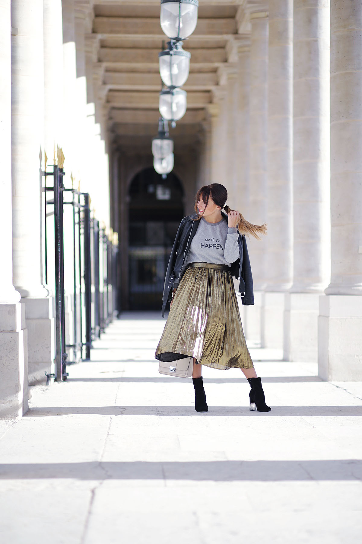 streetstyle-midi-pleated-skirt-and-leather-jacket-fashion-blog