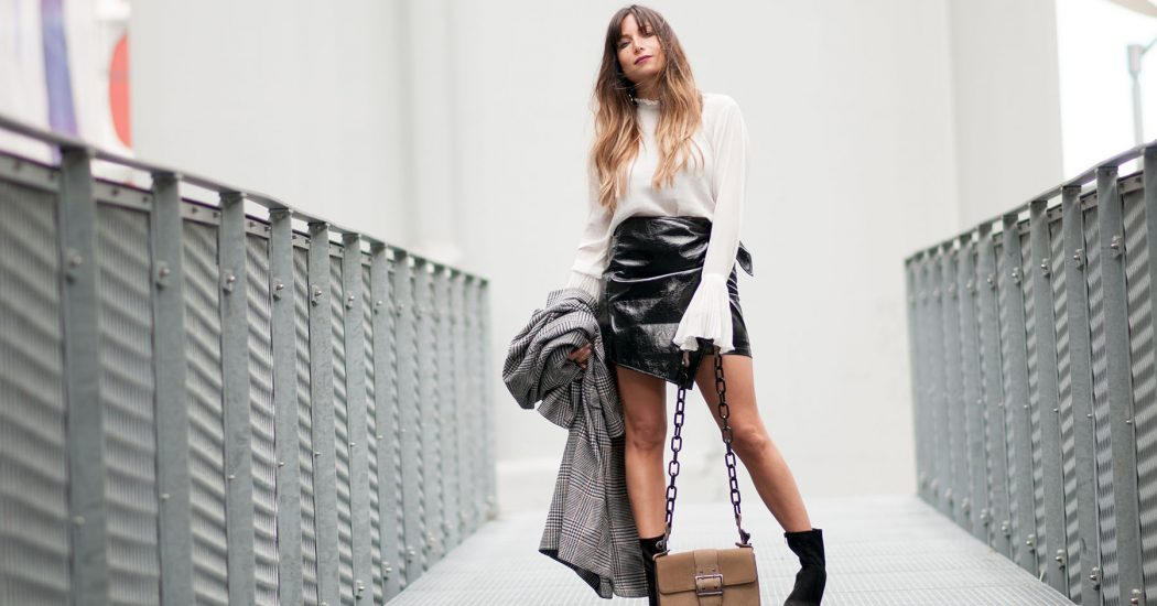 streetstyle-vinyle-skirt-and-white-blouse-fashion-blog