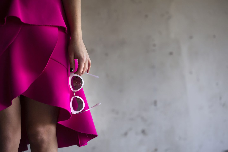 """Oui"" à la jupe rose fuchsia complètement kitsch !"