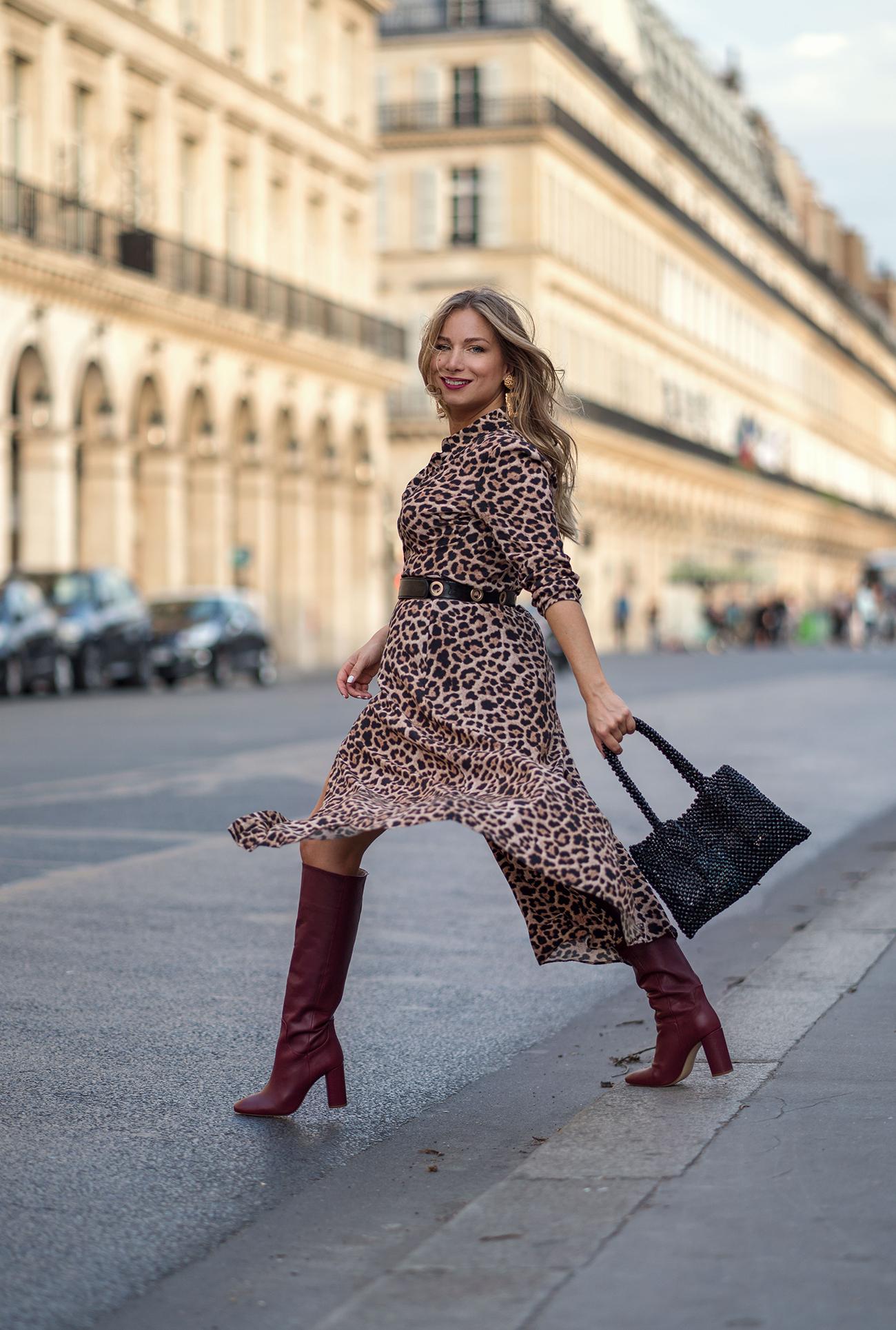 Autumn vibes : robe léopard et bottes bordeaux vintage