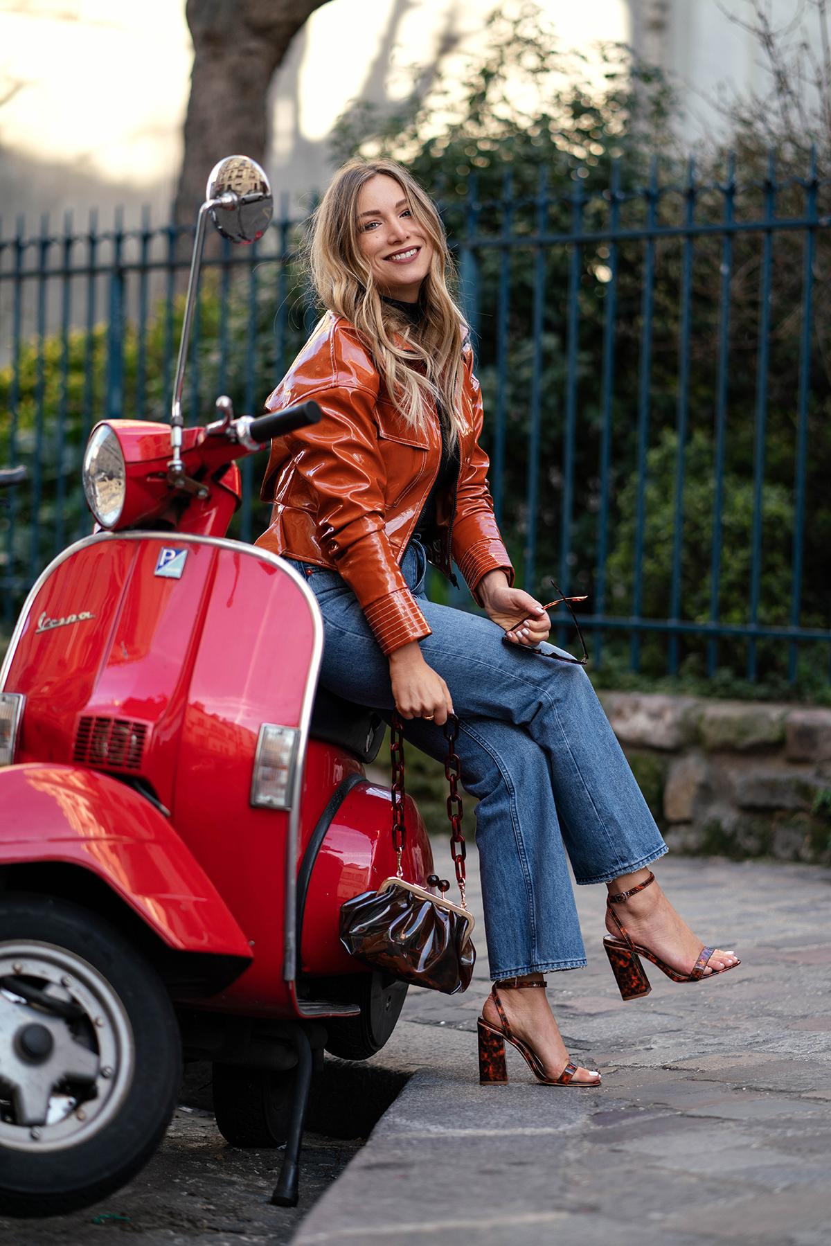 Balade à Montmartre : look casual en jean et perfecto