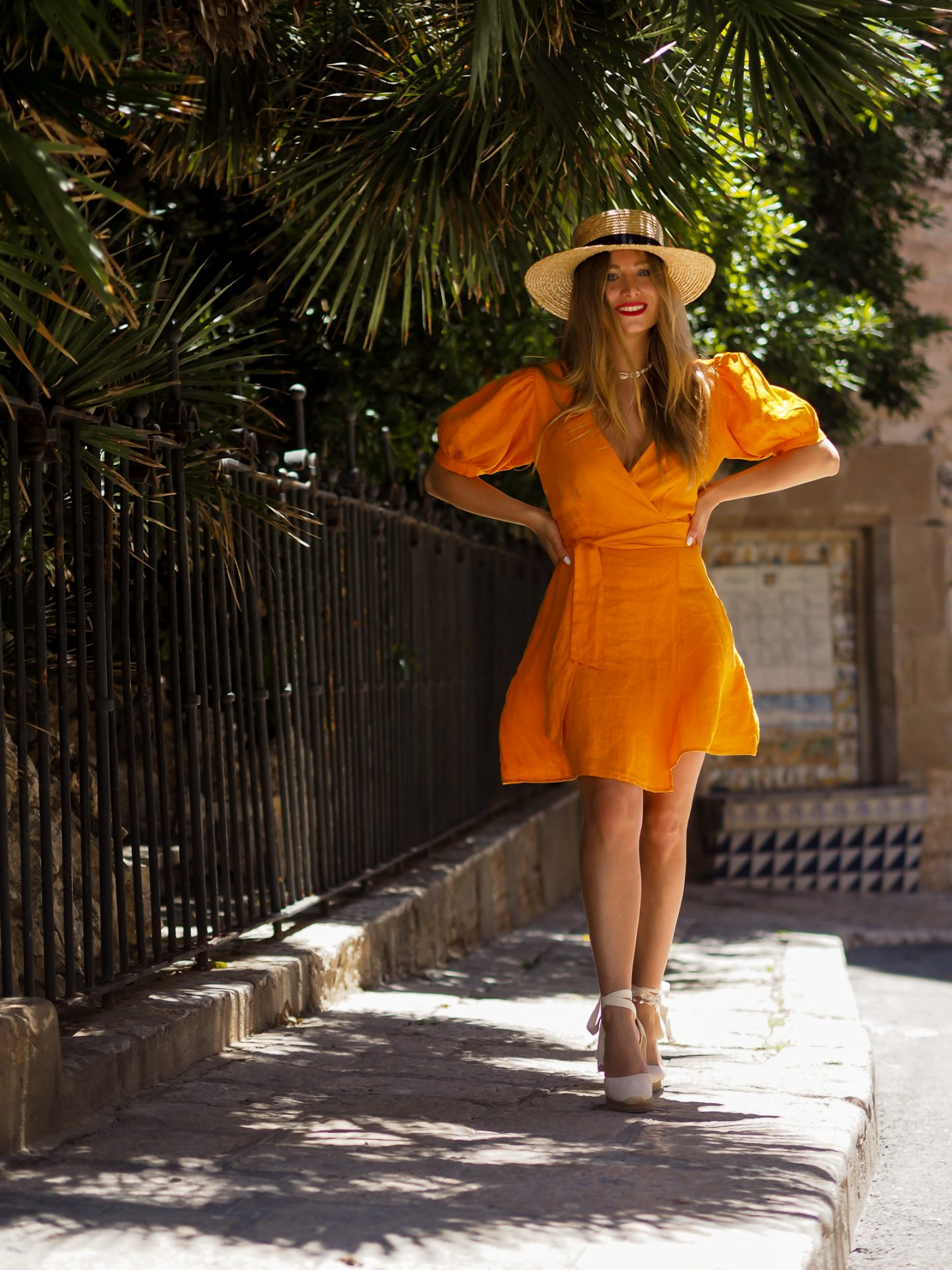 Comment porter la robe en lin jaune/orange ?