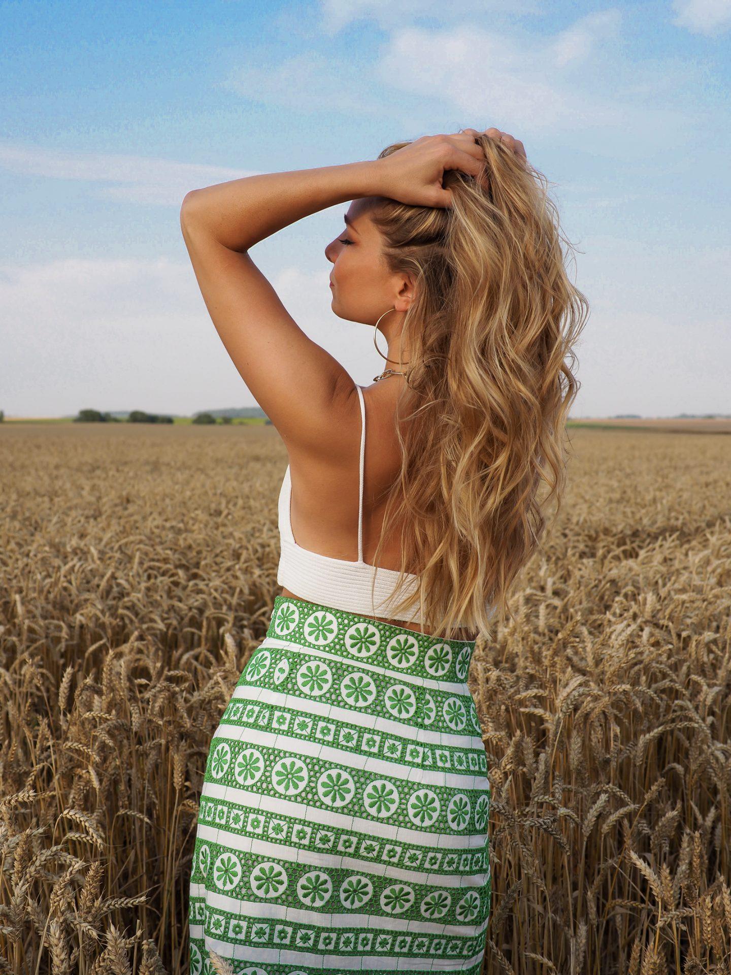 La jupe longue brodée + 9 looks d'été canon en vidéo