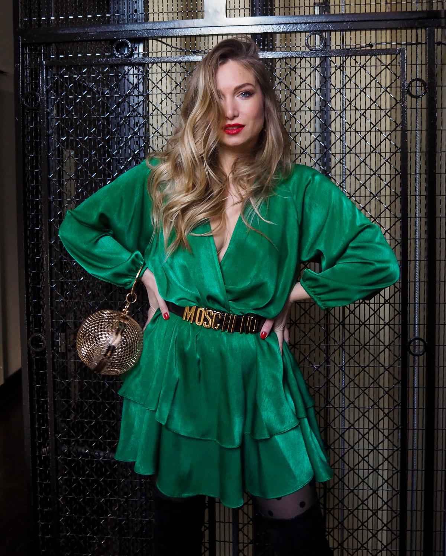 Green is the new black ! Ma robe verte et ceinture vintage Moschino
