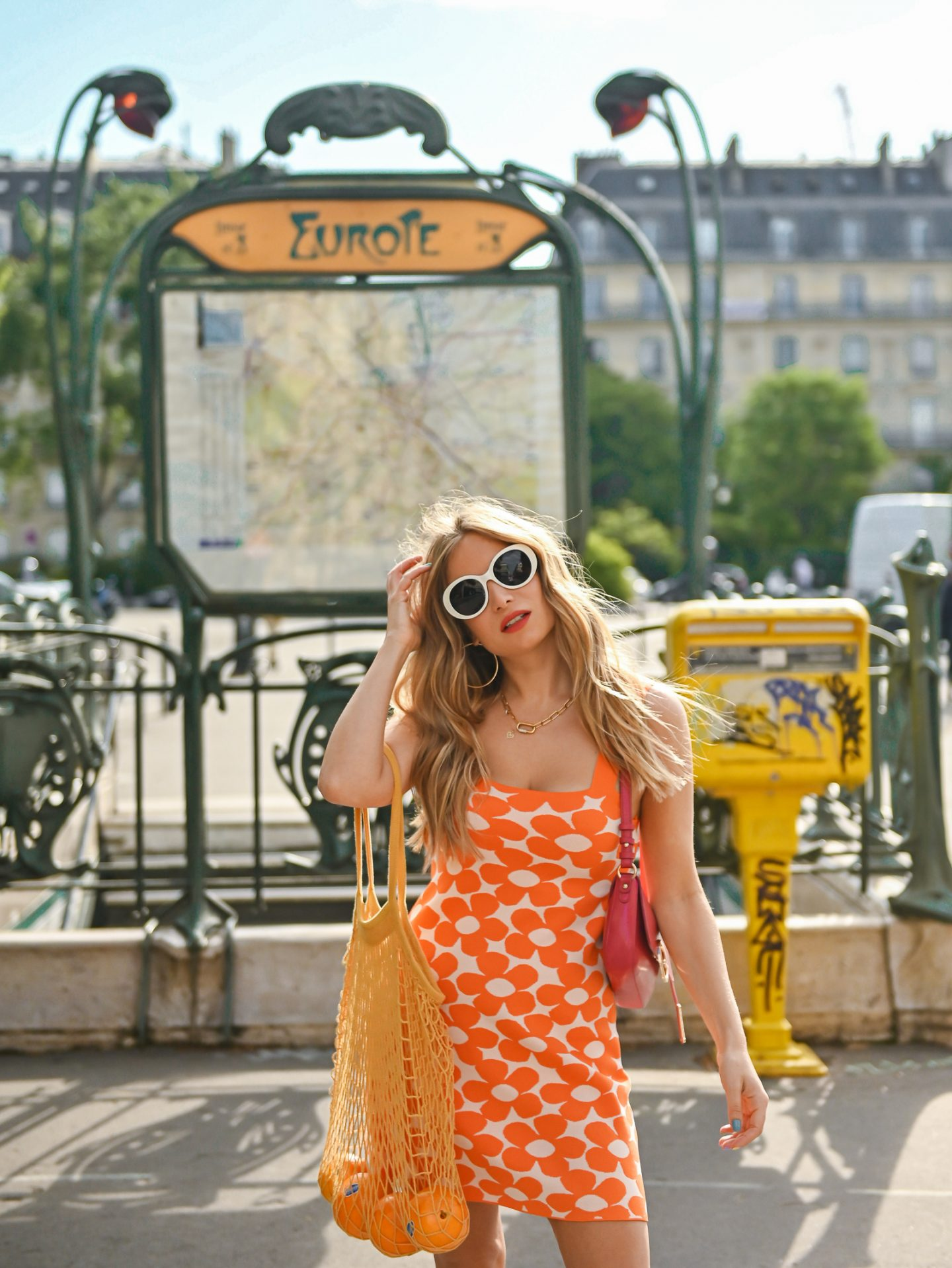 Back to 70's avec ma robe orange à fleurs !